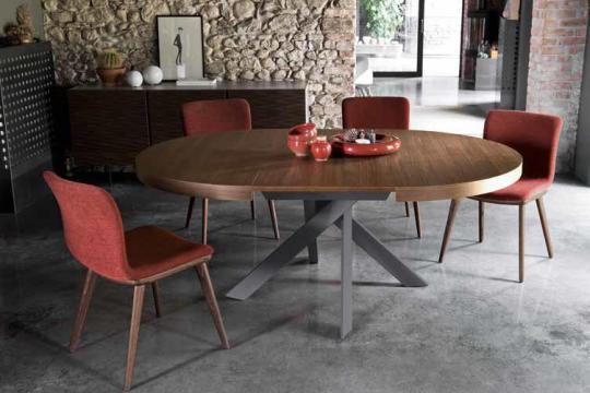 Ovalna raztegljiva miza